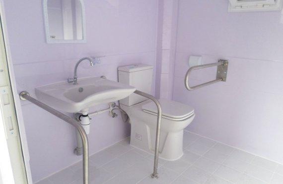 215х215 Преносива тоалетна кабина за онеспособљене